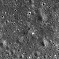 Nõukogude Liidu kuukulguri Lunohod 2 jäljed on siiani nähtavad. Foto tegi Kuu ümber tiirlev NASA uurimisjaam Lunar Reconnaissance Orbiter