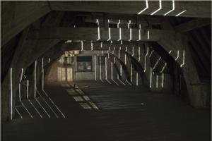 """Installatsioon """"The Grid. A Window""""näitusel """"Grain, Wood, Flax, Turf"""", 2014, projektiruumis Voorkamer, (Lier, Belgia)"""
