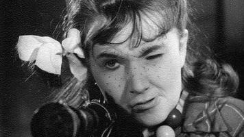 """Ita Everi üks esimesi rolle: Jevgeni Švarts, """"Lumekuninganna"""". Röövlitüdruk — Ita Ever. Lavastaja Ben Drui. Esietendus 31. XII 1959 Eesti Draamateatris. (Eesti Draamateatri arhiiv)"""