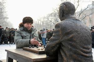 В Нарве установили памятник Паулю Кересу.