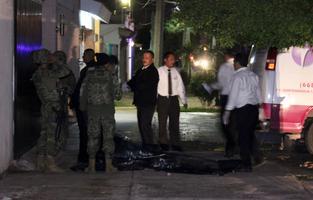 Mehhiko merevägi teatas pisut enne teadet Guzmáni tabamisest viie kahtlustatava tapmisest Sinaloa Los Mochise linnas, ent ei öelnud, kas see oli narkoparuniga seotud.