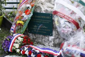 Charlie Hebdo terrorirünnakutes hukkunud politseinik Ahmed Merabet mälestustahvel.