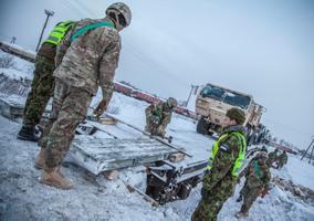 USA rotatsioonivägede lahingtehnika saabumine Tapale
