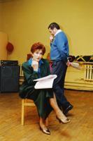 Telelavastus, autor Annika Olsen, lavastaja Ago-Endrik Kerge, kunstnik Tiina Alver, 5. osa: Valli Bauman - Ülle Ulla, Rudolf Ilves - Guido Kangur. 1999