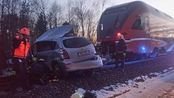 Sompa ülesõidul hukkus sõiduauto ja rongi kokkupõrkes kaks Toyotas viibinud inimest.
