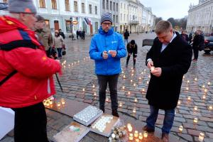 Thousands of candles lit across Estonia to mark the 68th anniversary of the March 1949 deportation.