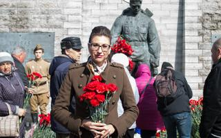 Olga Ivanova at the Bronze Soldier monument, May 9, 2017.