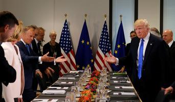 Donald Trump koos ministritega kohtumisel ELi esindajatega Brüsselis.