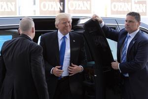 Donald Trump tippkohtumisele saabumas.