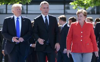 USA president Donald Trump, NATO peasekretär Jens Stoltenberg ja Saksa kantsler Angela Merkel tippkohtumise eel.