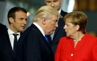 Emmanuel Macron, Donald Trump ja Angela Merkel.