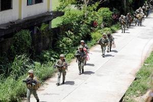 Filipiinide sõjavägi püüab Maute mässulisi Marawi linnast välja tõrjuda.