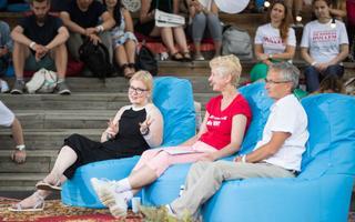 Arutelus osalesid (vasakult) mõttekoja Praxis tervisepoliitika analüütik Laura Aaben,  Perearstide seltsi juht Diana Ingeraineni ja rakubioloog Rein Sikut