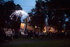 Luulepiknik ja valgsinstallatsioonid Kirjandustänava festivalil