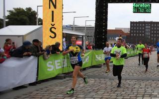 Kersti Kaljulaid Tallinna maratoni poolmaratoni finišis.