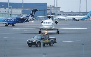 Lennujaamas on külaliste saabumise puhul väga tugev turvarežiim.