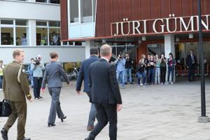 President Jüri koolis valimas.