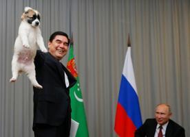 Gurbangulõ Berdõmuhammedov kinkis Vladimir Putinile kutsika.