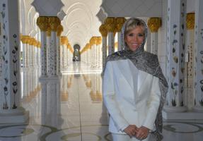 Brigitte Macron külastas Abu Dhabis šeik Zayedi suurmošeed.