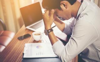 Töökiusamise ohver lükatakse sotsiaalsesse isolatsiooni. Stressisündroom püsib kaua ja lõpuks kaob ka motivatsioon.