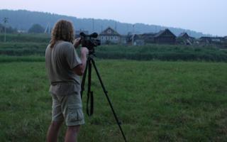Autor Madis Arukask vepsa maastikul. Vidla külastu, Leningradi oblast, 2010