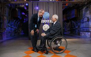 Rahandusminister Toomas Tõniste tervitab Saksamaa rahandusministrit Wolfgand Schäublet ühele kõrgemetasemelisemale kohtumisele Tallinnas. Vaid mõni aeg hiljem sai temast Saksamaa parlamendi president.