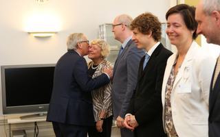 Junckerile kombekohaselt musitab ta ka diplomaate ja riigiametnikke, kellega Eestis kohtub.