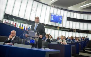 Jüri Ratas ja teised ministrid tutvustavad Parlamendile eesistumise prioriteete. Mõned saavad paremini hakkama, teistel lähevad esinemised üle kivide ja kändude.