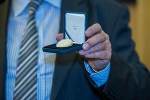 Täna esitleti Pyeongchangi olümpiamängudele pühendatud meenemünti ja postmarki