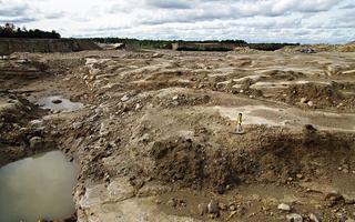 Žürii tunnustus üldkategoorias: Vana karstimaastik Rõstla karjääris. Enne jääaega tekkinud maastikku silus mandrijää ja see oli kaetud moreeniga kuni dolomiidi kaevandamisel muutus see jälle lühikest aega nähtavaks.