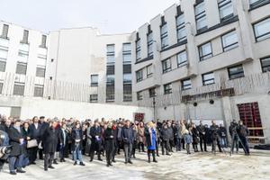 Закладка памятной капсулы у здания Эстонской академии музыки и театра.