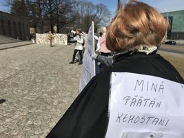 Tervishoiutöötajate meeleavaldus Helsingis 20.4.2018.