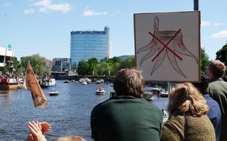 Акция протеста против строительства целлюлозного завода в Тарту.