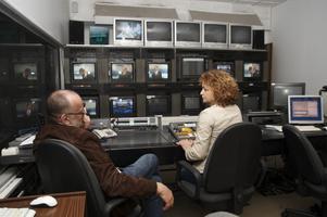 Režissöör Indrek Kangur, assistent Margit Ossipova, režiipult, stuudio 1.
