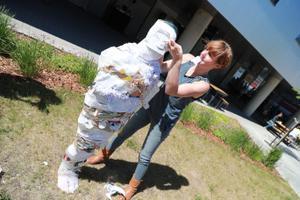"""Susana Sanroman kohandas Ülemiste Citys etenduse """"To waste or not to waste"""""""
