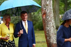 Presidendi vastuvõtt roosiaias