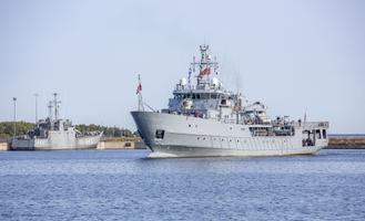 Poola sõjalaev Kontradmirał Xawery Czernicki Tallinnas.