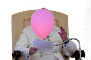 Õhupall lendas paavstist mööda 2014. aastal Püha Peetruse väljakul Vatikanis