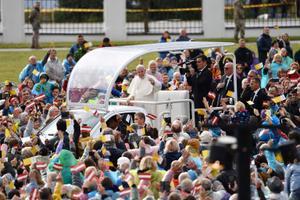 Paavst Franciscus Lätis Aglonas, kus pidas missa.