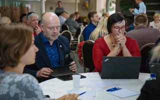 Andres Anvelt ja Katri Raik sotsiaaldemoktaaride volikogu koosolekul.