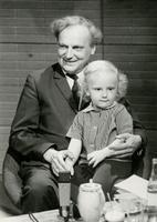 Ajakirjanik ja raadioreporter Valdo Pant ja poeg Ville, saade Horoskoop. 1970