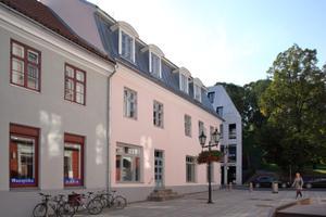 Elamu Raekoja plats 1/Ülikooli 7 fassaadid, Tartu