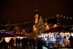 Raekoja platsil avati jõuluturg.