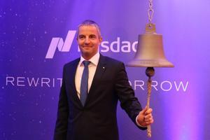 Tallinki juhatuse esimees Paavo Nõgene helistamas börsi kella