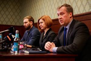 Riigiprokurör Marek Vahing ja riigi peaprokurör Lavly Perling ning keskkriminaalpolitsei juht Aivar Alavere