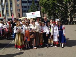 Singers from the Baltimore-Washington Estonian Chorus at the Song and Dance Festival parade in 2014.