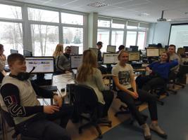 Haabersti Vene Gümnaasiumi õpilased kirjutamas