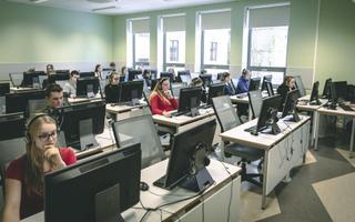 Etteütlust tehti ka Võru Gümnaasiumis. Pildil on iga klassi kolm esindajat.