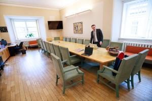 Praegu veel sotside käsutuses oleva laua taga hakkavad istuma EKRE liikmed.