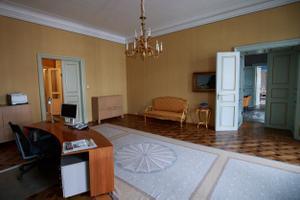 Riigikogu esimehe ruumidesse sisenejad läbivad selle toa.
